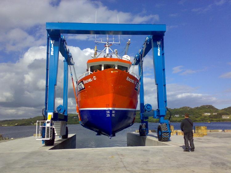 Boat Lifting Mooney Boats Irelandmooney Boats Ireland